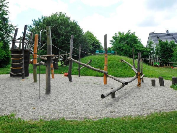 Ein Platz für die Kinder ist der neue Spielplatz, für dessen Bau sich neben den Eltern auch die Gewerbetreibenden vor Ort aktiv beteiligt haben.