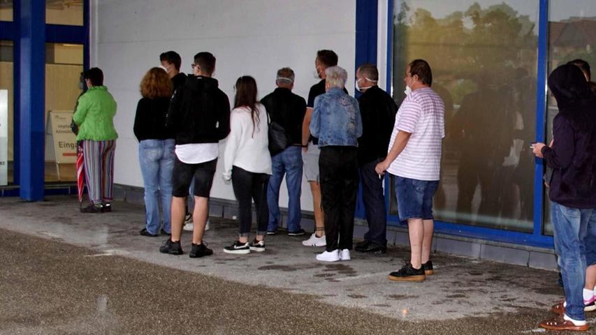 Ohne Termin: Menschen standen für Corona-Impfung Schlange