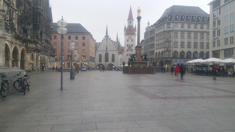 Recht öde sah es zu Zeiten der Pandemie sogar im Zentrum der bayerischen Landeshauptstadt München aus. Allmählich füllt sich die Fußgängerzoine wieder, doch die frühere Passantenfrequenz ist noch lange nicht erreicht.