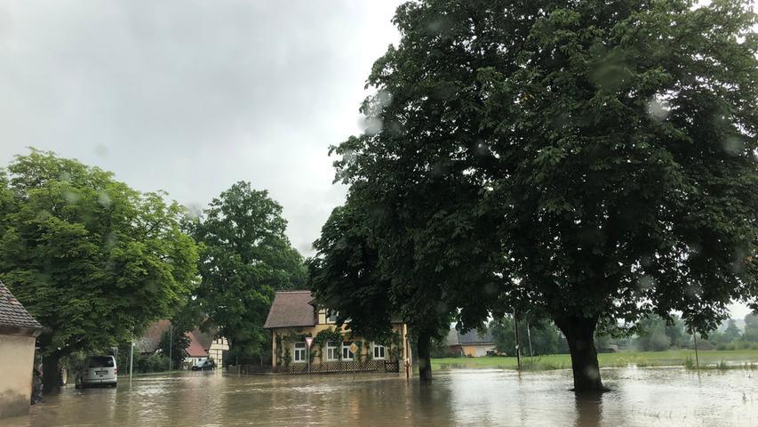 Wassermassen flossen am Freitag durch Kaubenheim