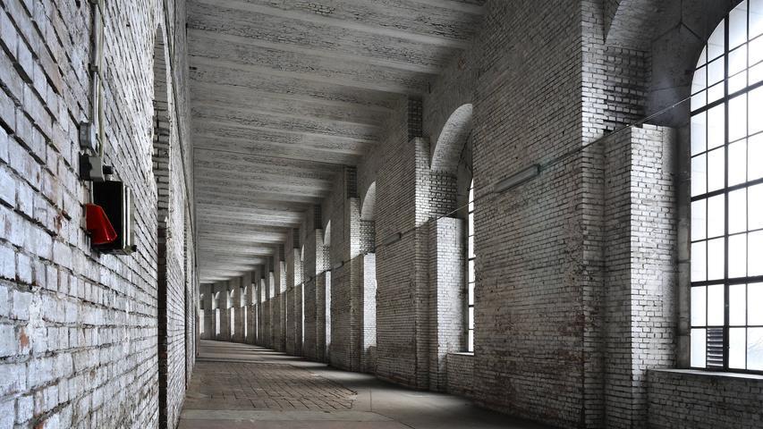 Bedrückender Bau mit unmenschlichen Dimensionen. Einfach wird es nicht, den Nazibau Kongresshalle mit Kunst und Kultur zu beleben.