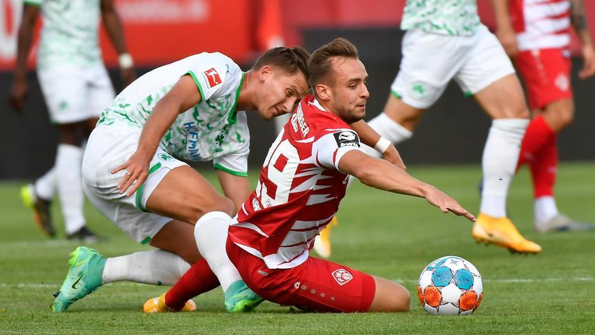 Kein Sieg, aber immerhin ein paar neue Eindrücke: Die SpVgg Greuther Fürth hat einen Test bei den Würzburger Kickers mit 0:1 verloren. Auf dem Weg zurück in die Bundesliga gibt es hier und da noch ein paar Stellen, an denen geschraubt werden muss - hier kommen die Bilder!