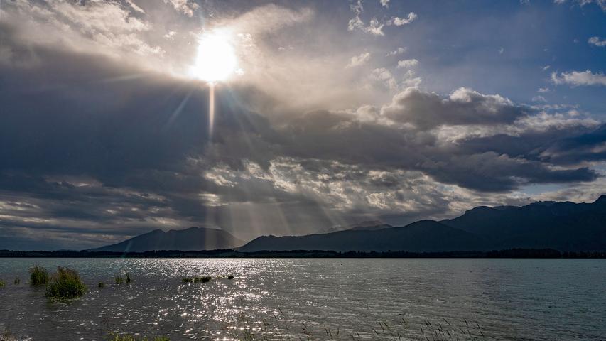 Sonne und Wolken über dem Forggensee: Hier hatte der 69-Jährige sein Ziel fast erreicht.