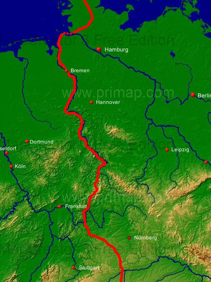 Einmal quer durch Deutschland. Vor dem Abmarsch hatte sich Walter Wärthl auf einer Karte seine Route genau notiert.