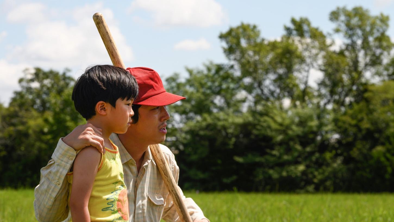 Steven Yeun als Jacob, ein südkoreanischer Einwanderer in den ländlichen USA, mit Alan Kim als dessen Sohn in