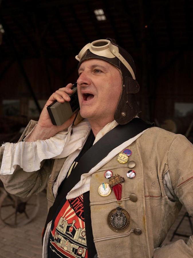 Auch dieses Jahr führt Oreste (Horst Faigle) die Zuschauer mit einem Lied in den Wandel.