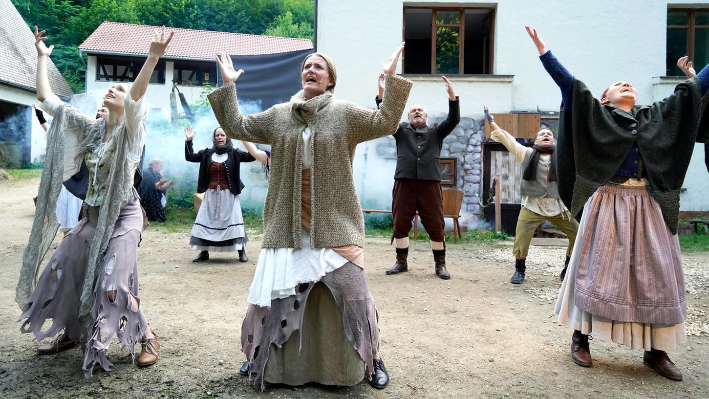 """Dunkelschwarzes Schauspiel: die """"Mördermühle""""."""
