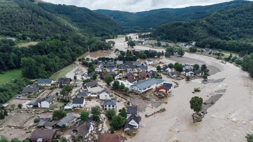 Massive Regenfälle haben mehrere Häuser zerstört.