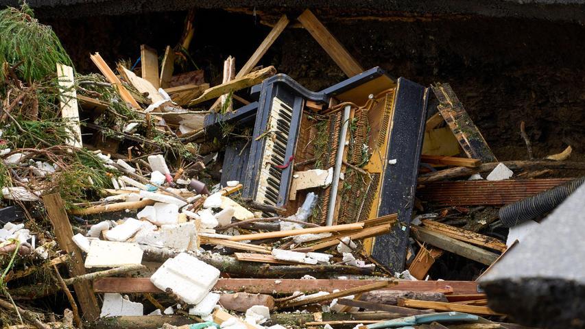 Ganze Häuser wurden von den Wassermassen mitgerissen.