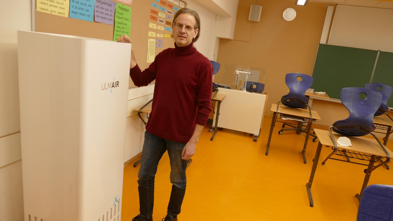 Unter anderem an der Realschule in Weißenburg sind Luftfilter bereits in schlecht belüftbaren Räumen im Einsatz. Nach Ansicht von Schulleiter Wunibald Iser haben sie sich bewährt. Nun überlegt man im Schulausschuss, ob weitere gut 300 solcher Geräte an geschafft werden sollen.