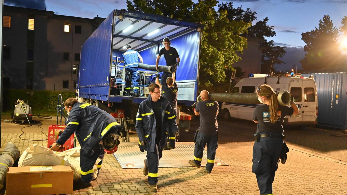 Der Ortsverband Erlangen des Technischen Hilfswerk ist am Donnerstagabend mit seiner Fachgruppe Wasserschaden/Pumpen nach Nordrhein-Westfalen geschickt worden