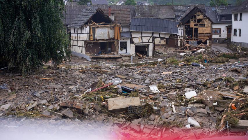 Hochwasser-Tragödie: Merkel verspricht Hilfen - Weiter Suche nach Vermissten