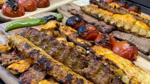 Nicht nur ein Anlaufpunkt für Freunde und Freundinnen herzhafter Fleischspeisen wie diesem Kebab hier: das neue persische Restaurant Shekamu in Nürnberg.