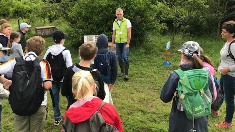 Die Kinder durften das Klassenzimmer gegen die freie Natur tauschen und viel über Gewässer und Amphibien lernen.