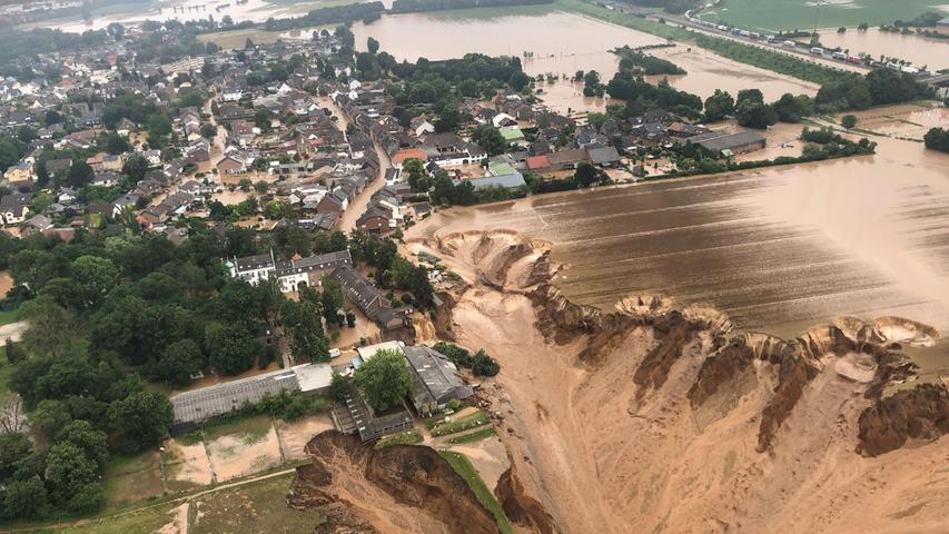 Im Stadtteil Blessem richteten die Flutwellen extreme Zerstörungen an.