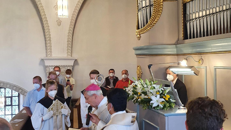 Die Wiedereinweihung der sanierten Orgel in Langensendelbach erfolgte durch Erzbischof Ludwig Schick.