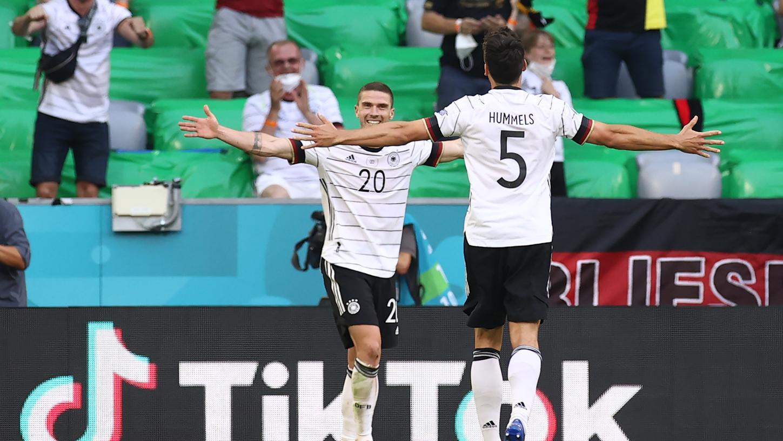 Abheben? Wird die deutsche Nationalmannschaft wohl auch weiterhin mit der Lufthansa.