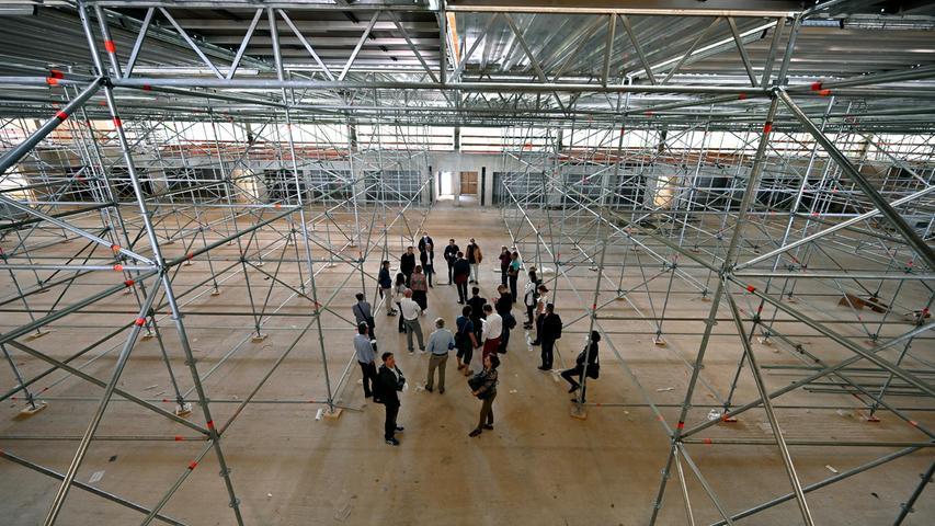 Die Mitglieder des Sportausschussbesuchten am Donnerstag den Rohbau des BBGZan der Hartmannstraße. Der Rohbau ist nahezu fertig, der Innenausbau hatbereits begonnen.
