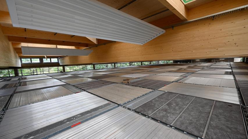 In der Halle werden dann auch die angrenzen Schulen -Ohm- und vom Marie-Therese-Gymnasium sowie von der Werner-von-Siemens-Realschule - ihren Sportunterricht abhalten können.