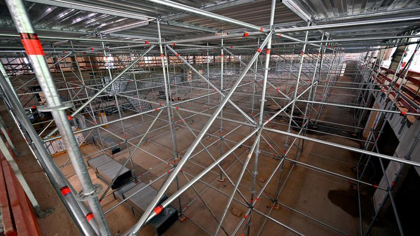 Das Gelände, auf das die Vierfach-Halle etwa viermal passen würde,bietet am Ende nicht nur Platz für die Halle, die weiteren Gebäude des BBGZ und die bereits in Betrieb genommene Kletterhalle der DAV Sektion Erlangen, sondern auchfür Sport-Außenanlagen für alle.