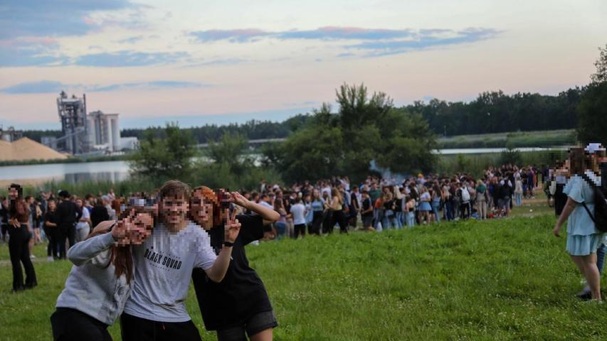 Am Bögl-Weiher bei Sengenthal feierten rund 2000 Party-Gänger in die Nacht