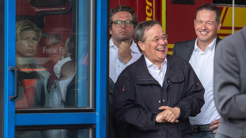 Besuch in Hochwassergebiet: Laschet lacht während Steinmeier-Rede