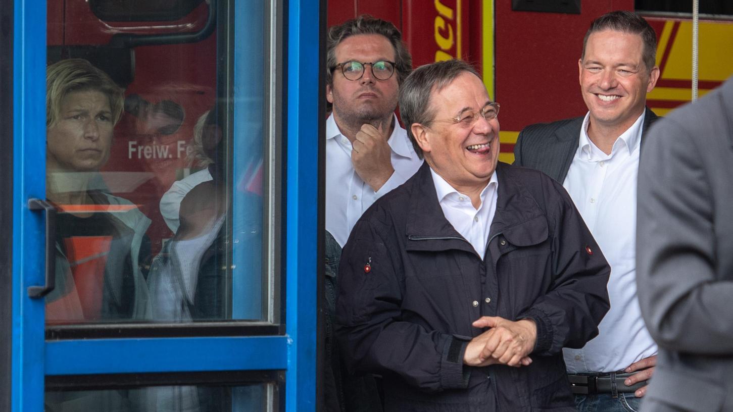 Während der Rede von Bundespräsident Steinmeier war Armin Laschet zum Lachen zumute.