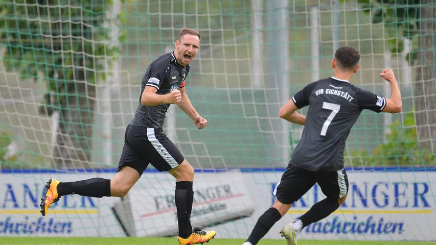 Für die Oberbayern war es der perfekte Saisonstart nach nur vier Minuten: Torschütze Philipp Federl (links) jubelte mit Christian Heinloth.