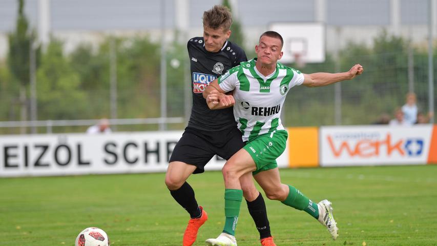 17.07.2021 --- Fussball --- Saison 2021 2022 --- Regionalliga Bayern --- 01. Spieltag: SC Eltersdorf SCE - VfB Eichstätt  --- Foto: Sport-/Pressefoto Wolfgang Zink / JoTr ---   Sebastian Graßl (Nr.11 - VfB Eichstätt) und Laurin Klaus (Nr.47 - SC Eltersdorf)