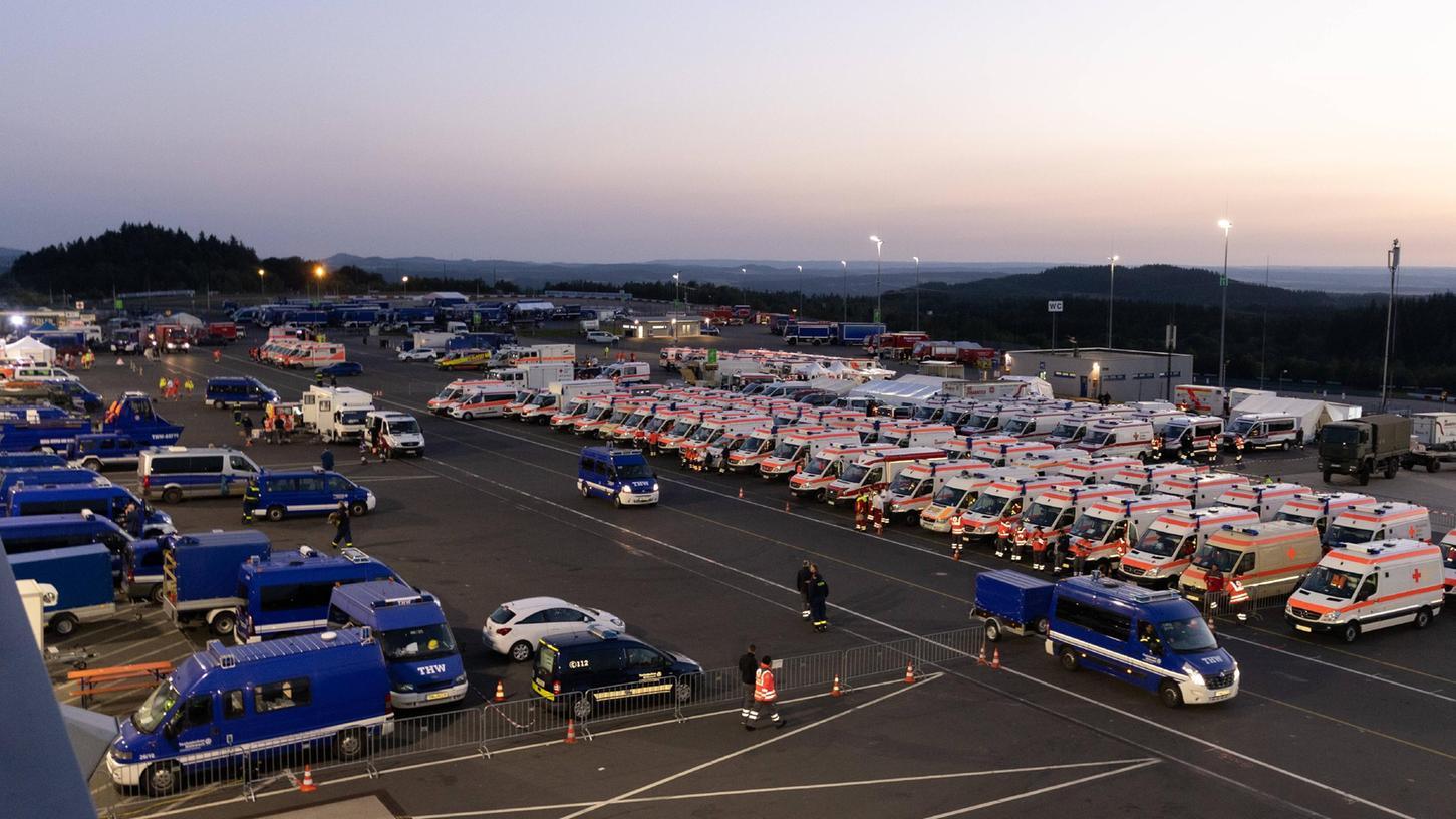 Der Nürburgring ist einer von vielen sogenannten Bereitstellungsräumen, in denen die Rettungskräfte gesammelt werden.