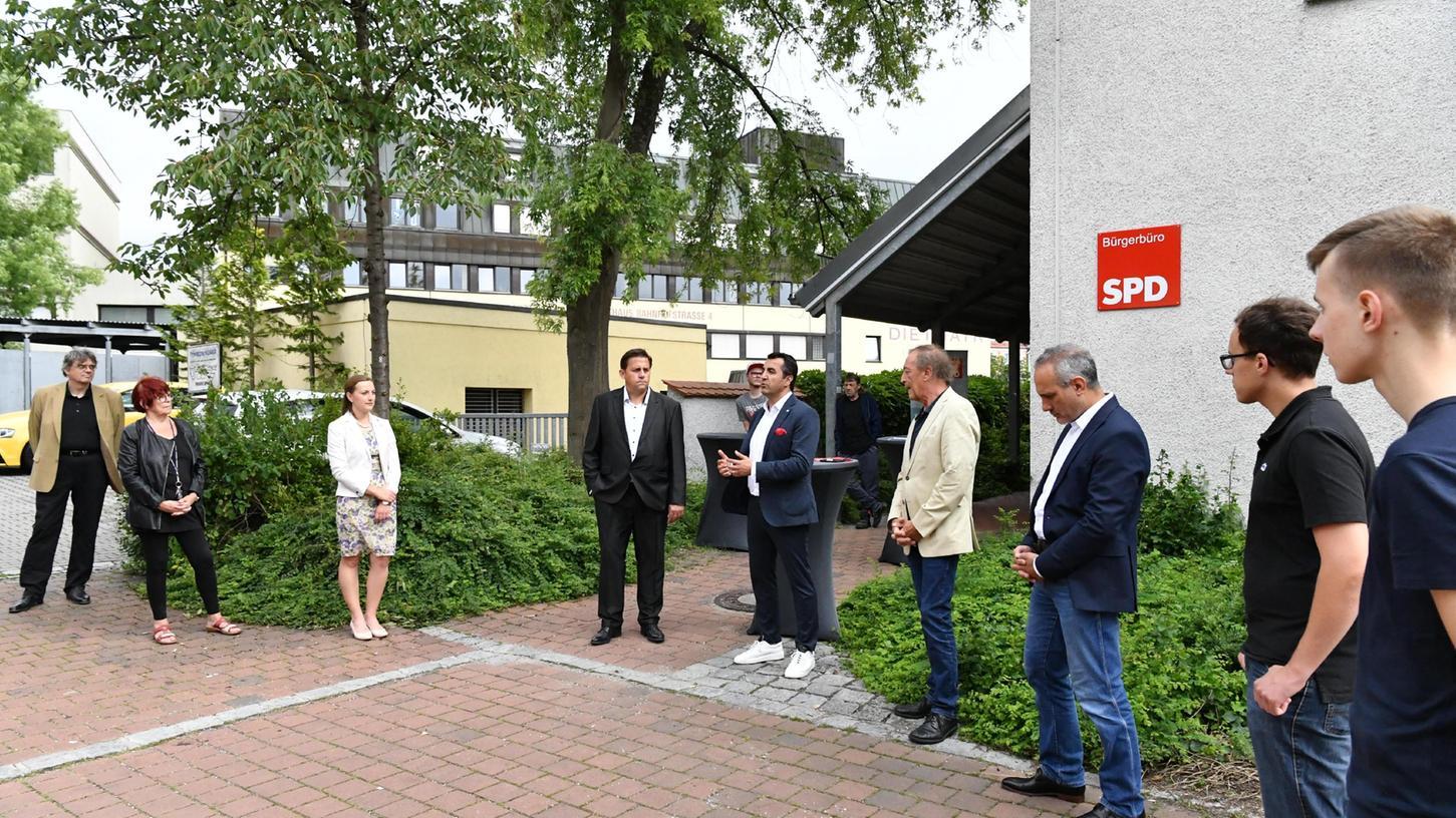 Zur Einweihung des SPD Bürgerbüros in Neumarkt waren unter anderem auch der Generalsekretär der bayerischen SPD,Arif Taşdelen (5. v. li.), gekommen.