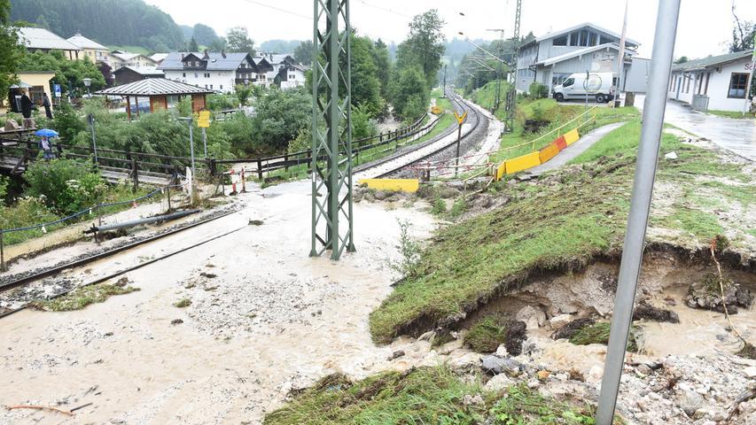 Vom Unwetter warenvor allem die OrteBerchtesgaden, Bischofswiesen, Schönau am Königssee, Marktschellenberg und Ramsau betroffen. In Bischofswiesen standen die Gleise unter Wasser.