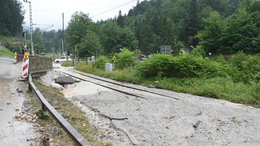 Durch Hochwasser und Murenabgänge kam es zu Störungen im Zugverkehr.