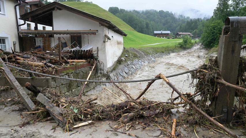 Am Sonntag mussten weitere Häuser im Hochwassergebiet des Berchtesgadener Landes evakuiert werden.