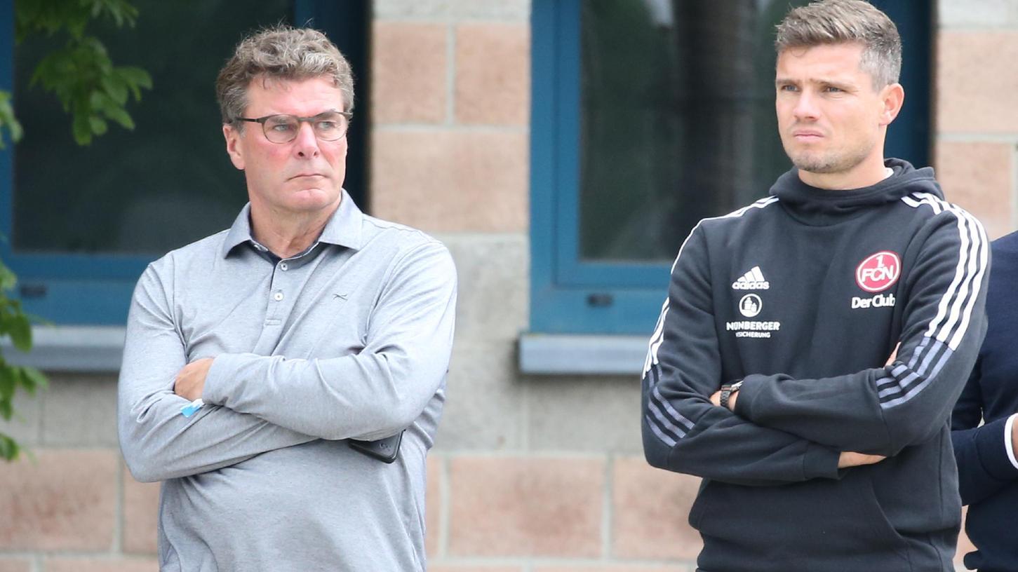 Zuversicht?Verspüren Dieter Hecking und Robert Klauß auch. Ein skeptischer Blick ist dennoch immer angebracht beim Club.