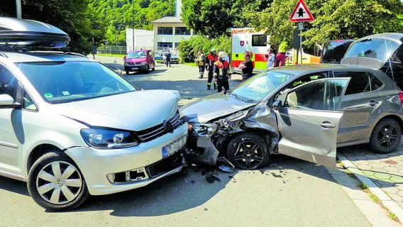 Zwei Totalschäden: Sperrung nach Unfall in Waischenfeld