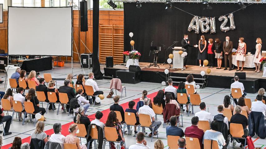 Die Abiturfeier des Hilpoltsteiner Gymnasiums fand dieses Jahr in der Freystädter Mehrzweckhalle statt.