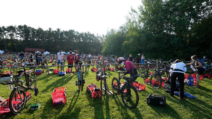 Der zweite Tag beim Rothsee-Triathlon hielt für knapp 800 Aktive die Kurzdistanz bereit. Dabei mischten bekannte Gesichter mit.