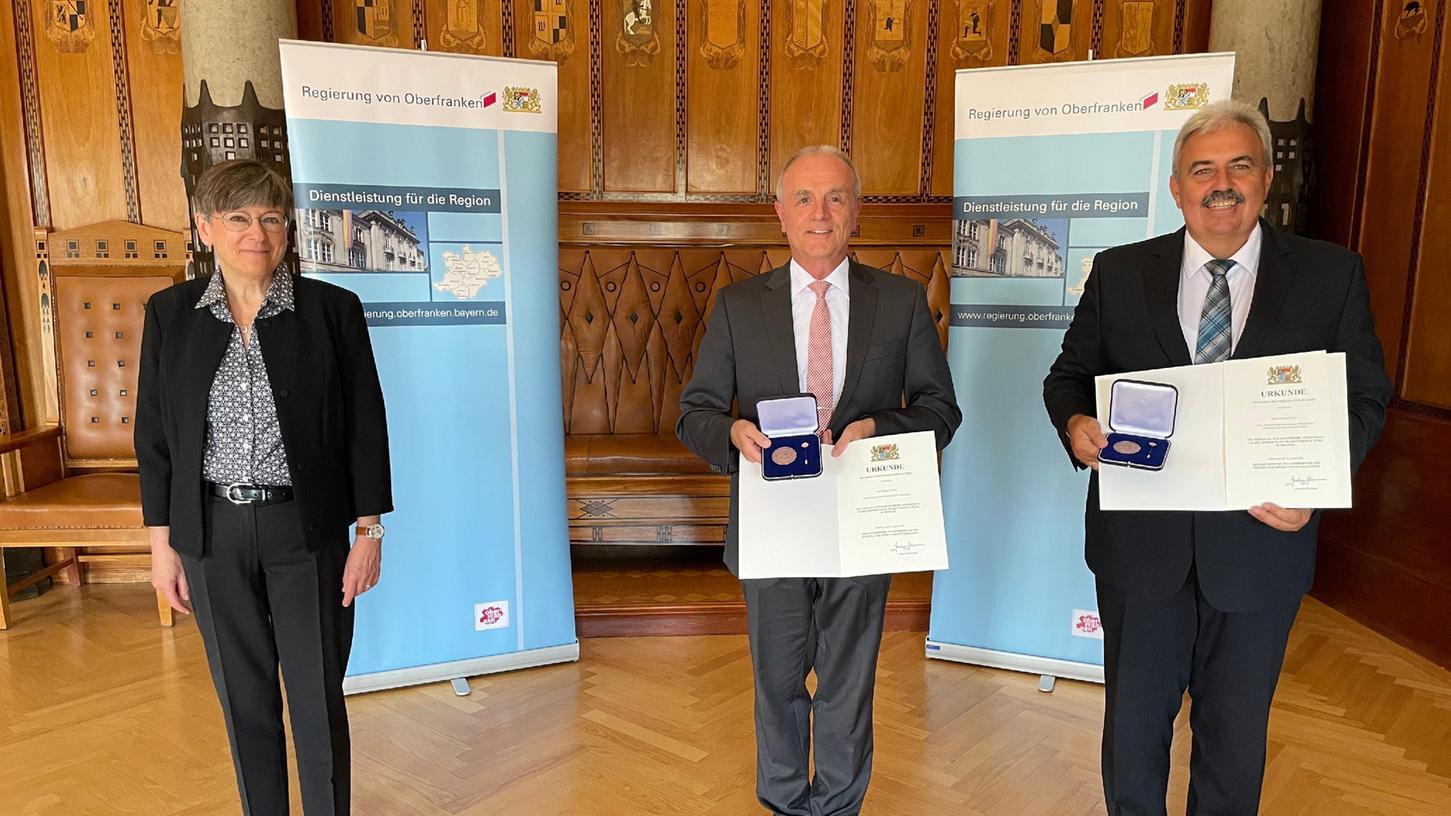 V.l.n.r.: Regierungspräsidentin von Oberfranken Heidrun Piwernetz, Erster Bürgermeister Markus Grüner (Obertrubach), Altbürgermeister Gerhard Amon (Weilersbach)