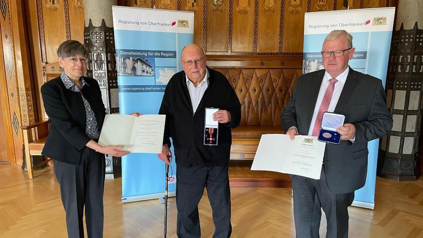 V.l.n.r.: Regierungspräsidentin von Oberfranken Heidrun Piwernetz, Dieter Castelhun (Langensendelbach), Bürgermeister a.D. Konrad Ochs (Kunreuth)
