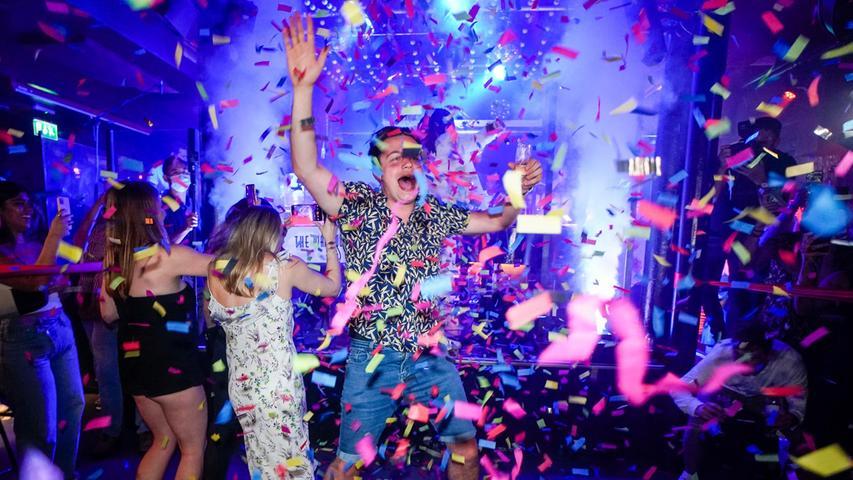 Trotz steigender Zahlen: Hier feiern Tausende Briten in Clubs die Aufhebung aller Corona-Maßnahmen