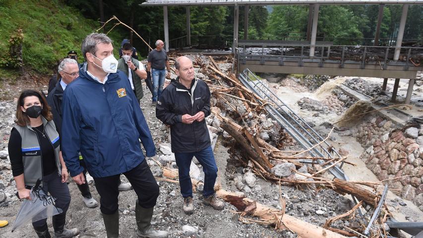 Söder und Scholz hielten etwa am Königssee. Dort hatte das Unwetter die bekannte Bob- und Rodelbahn zerstört.