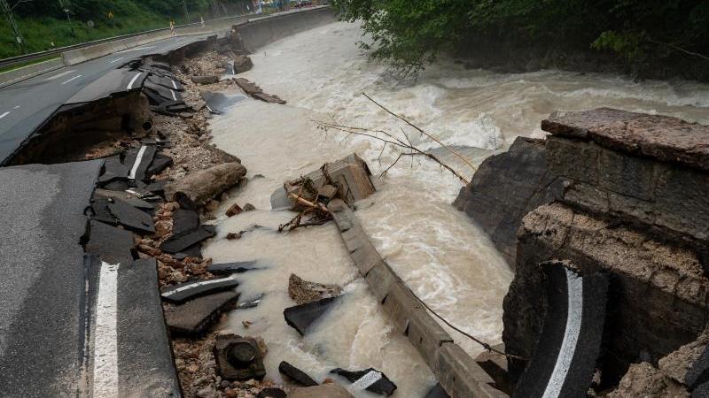 Die Hochwasserlage im Süden und Osten Bayerns bleibt angespannt.