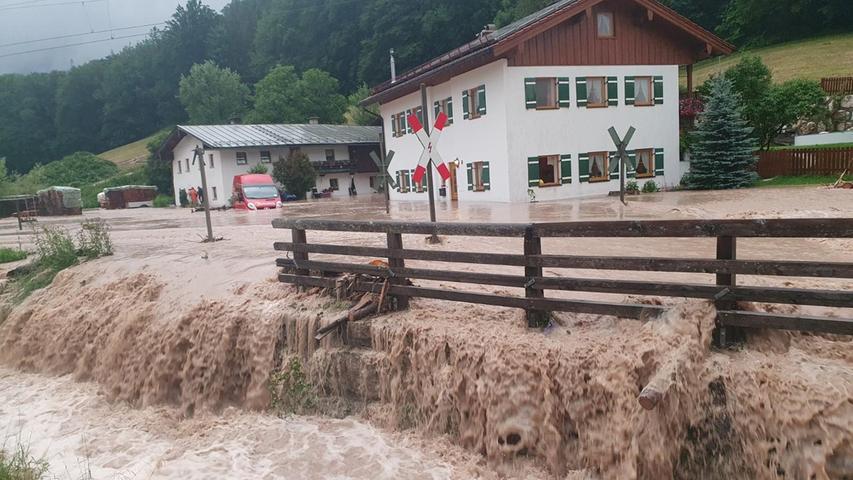 In den Hochwassergebieten, wie hier in Bischofswiesen, blieben am Montag die Schulen und Kitas geschlossen.