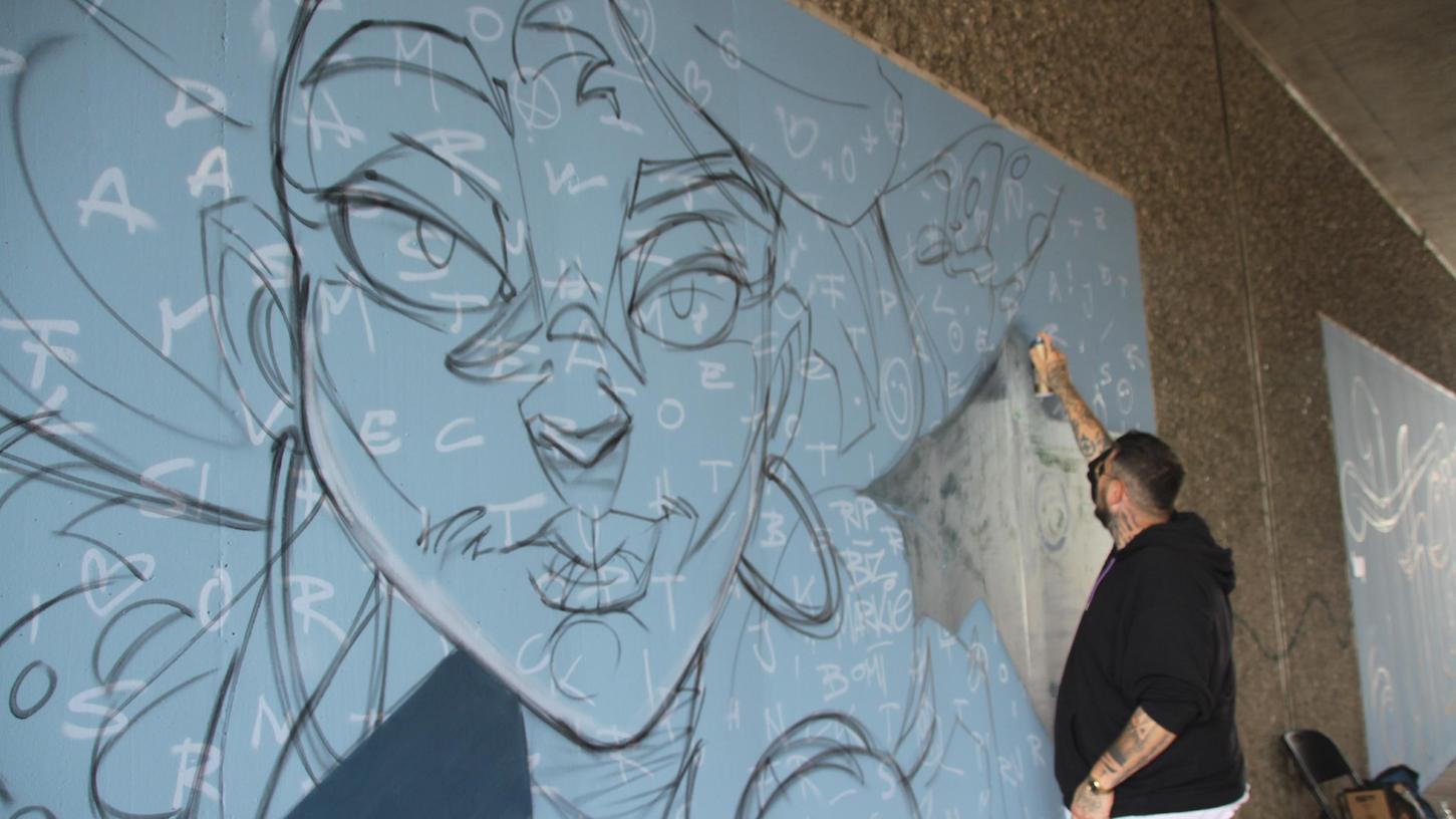 Die Unterführung am Lehenwiesenweg in Weißenburg wird auf Anregung des Stadtmarketingvereins zum Kunst im öffentlichen Raum. Graffiti-Künstler Pablo Fontagnier ist dabei für die comicartigen Bilder zuständig.