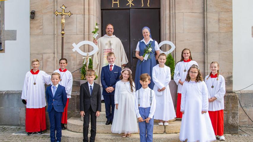 """""""Vertrau mir, ICH bin da!"""" - Endlich konnten die 23 Kinder, die sich in diesem Jahr auf ihre erste heilige Kommunion vorbereitet hatten, diese auch feiern. Am Samstag, 17. Juli kamen 9 Kinder und Sonntag den 18. Juli in 2 Gottesdiensten jeweils 7 Kinder zur Kommunion."""