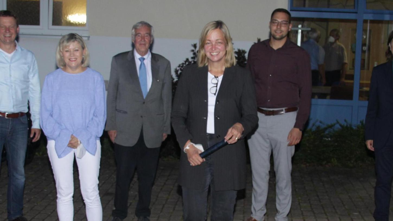 Bei der Kreisdelegiertenversammlung der CSU in Dittenheim wurde Dr. Dr. Kristina Becker (Mitte) zur neuen Kreisvorsitzenden gewählt. Mit ihrem Team des engeren Kreisvorstands stellte sie sich zum Gruppenbild: Kristin Rathsam, Alexander Höhn, Anita Dollinger, Dr. Sigurd Schacht, Manuel Blenk, Gustav Albrecht und Friedrich Kolb (von links).