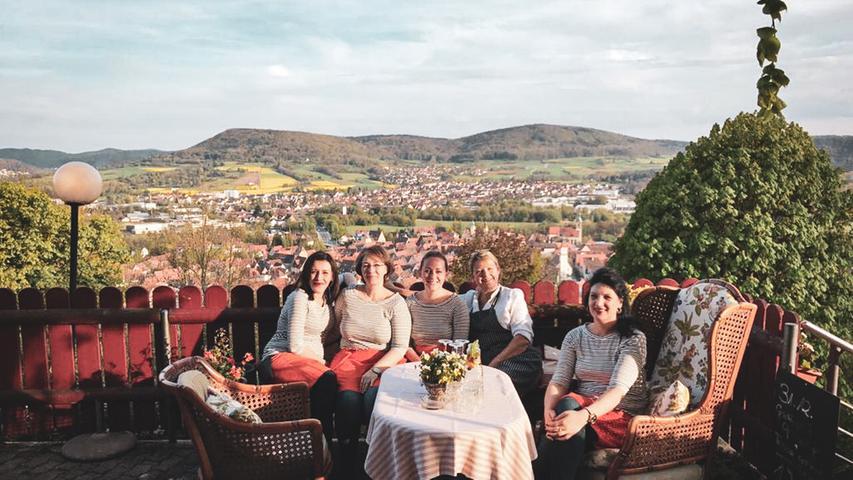 Dinieren mit herrlichem Ausblick auf die historische Stadt Hersbruck und das Pegnitzal - das ist auf demHersbrucker Hausberg, und dem gleichnamigen Restaurant Michelsberg geboten. Hier hat man sich auf deutsche und französische Küche spezialisiert.