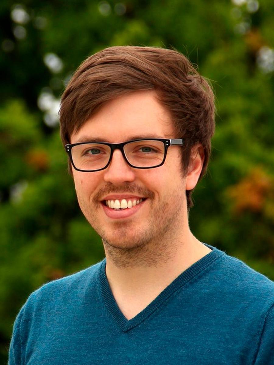 Max Gmelch hat in Neumarkt sein Abitur gemacht, in Regensburg Physik studiert und in Dresden promoviert.