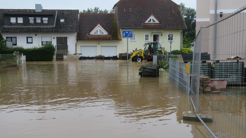 In Höchstadt an der Aisch kam die Flut im Morgengrauen. Gegen 4.30 Uhr am Samstag vor einer Woche ging der erste Alarm bei der Freiwilligen Feuerwehr ein.